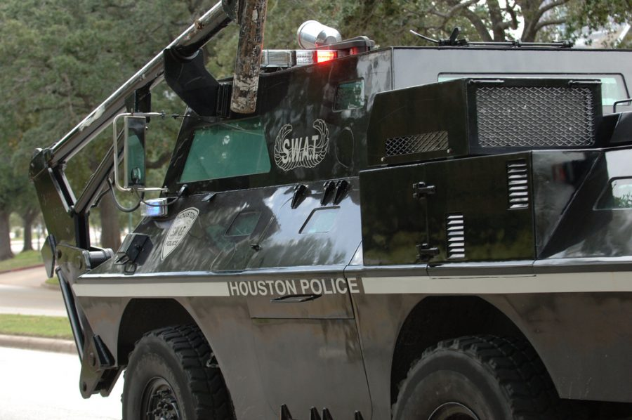This+2009+photo+shows+a+Houston+police+SWAT+vehicle+%28Ed+Uthman+%2F+Flickr%29
