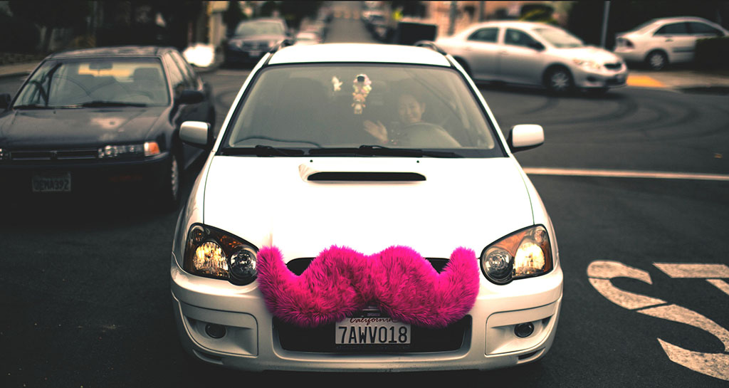 The pink moustache identifies this car as a Lyft ride-hailing vehicle. (Alfredo Mendez / Flickr)