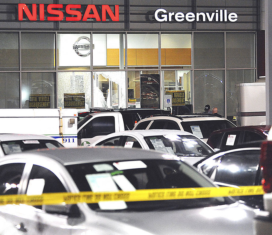 Three dead in Texas Nissan dealership shootout (Video)