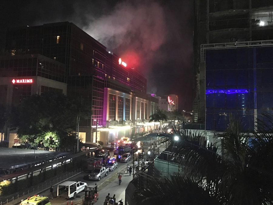 %3Cp%3ESmoke+rises+from+the+Resorts+World+Manila+complex+early+Friday%2C+June+2%2C+2017+in+Manila%2C+Philippines.+Gunshots+and+explosions+rang+out+early+Friday+at+a+mall%2C+casino+and+hotel+complex+near+Manila%27s+international+airport+in+the+Philippine+capital%2C+sparking+a+security+alarm+amid+an+ongoing+Muslim+militant+siege+in+the+country%27s+south.+%28AP+Photo%2FBullit+Marquez%29%3C%2Fp%3E%0A