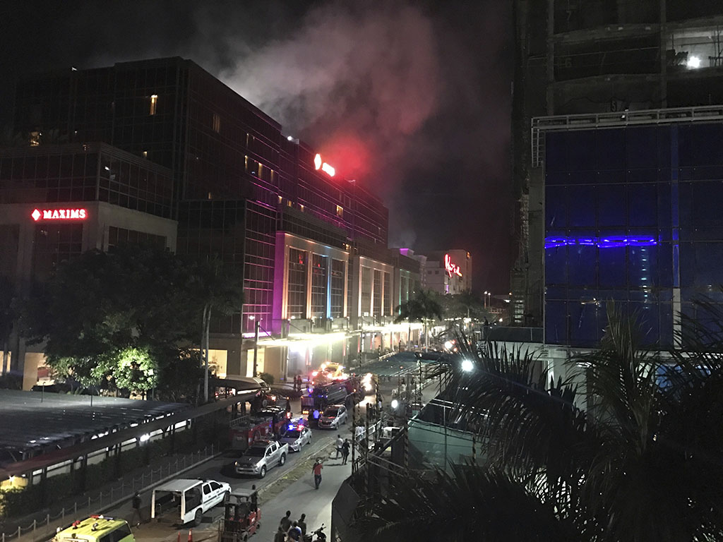 <p>Smoke rises from the Resorts World Manila complex early Friday, June 2, 2017 in Manila, Philippines. Gunshots and explosions rang out early Friday at a mall, casino and hotel complex near Manila's international airport in the Philippine capital, sparking a security alarm amid an ongoing Muslim militant siege in the country's south. (AP Photo/Bullit Marquez)</p>