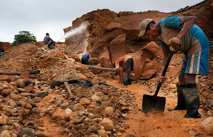 Illegal mining crackdown displaces Peruvian workers, creates ghost town