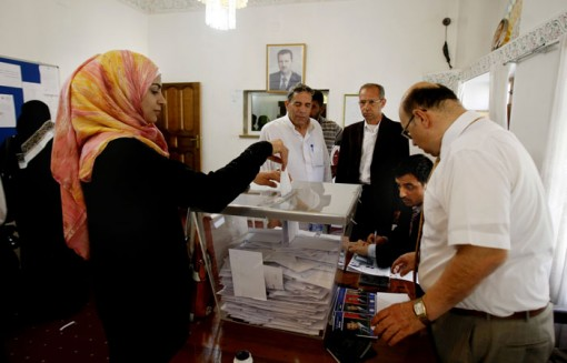 Syrian refugees flood embassies around the world to vote