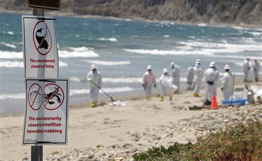 California oil spill cleanup leader defends initial response