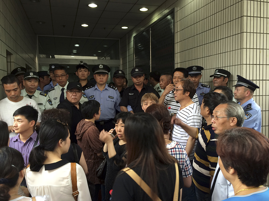 Missing China boat passengers' relatives quickly outraged at government