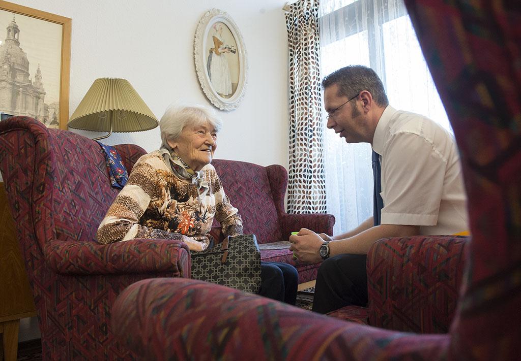 Reliving 60s-era East Germany helps dementia patients