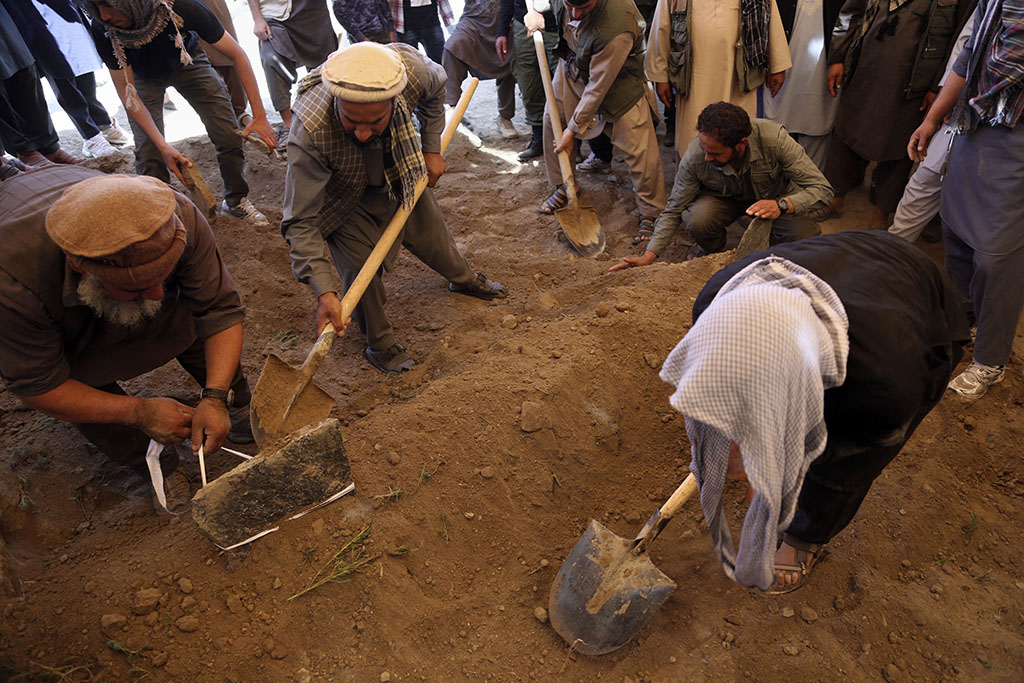 <p>Afghans bury a victim of Wednesday's massive bombing in the capital, Kabul. (AP Photo/Rahmat Gul)</p>