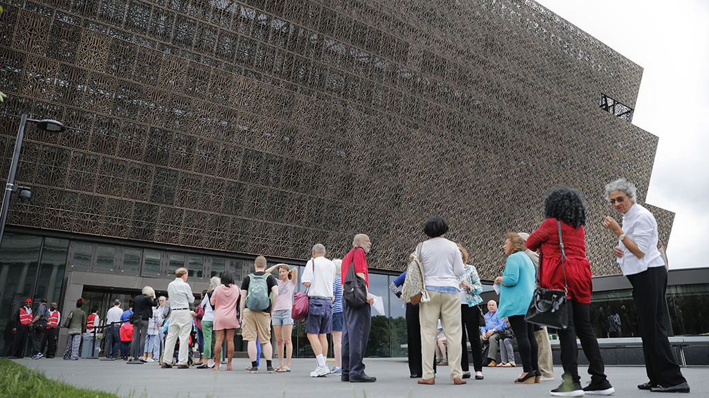 <p>The line to enter the Smithsonian National Museum of African American History and Cultural on the National Mall in Washington. Smithsonian Secretary David Skorton said in a statement that a noose was found on Wednesday, May 31, in the Segregation Gallery of the museum. (AP Photo/Pablo Martinez Monsivais, File)</p>
