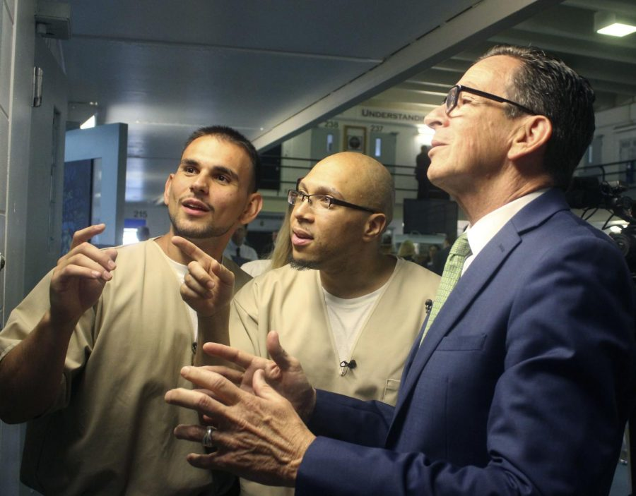 Inmates give prison tour