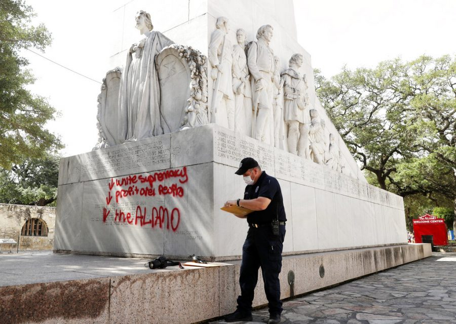 Alamo+Cenotaph+Vandalized