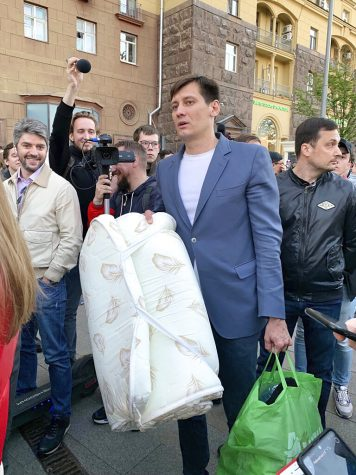 Dmitry Gudkov, center, is surrounded by people after being released in case of an expiration of 48 hours of detention in Moscow on June 3.